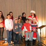 Christmas Charity Event Gruppenbild mit Santa Clause